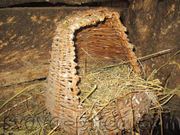Гнездо из лозы для уток