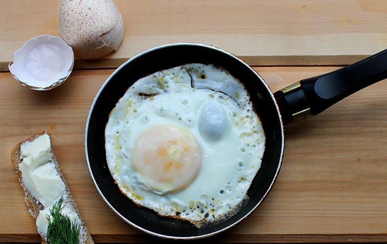 Яичница из индюшиного яйца