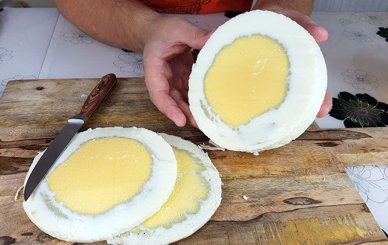 Вареное яйцо страуса